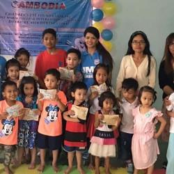 カンボジア(子どもたちの歯科検診)